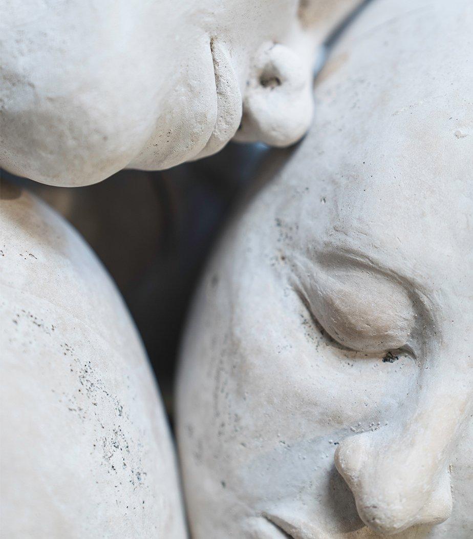 Faces statue
